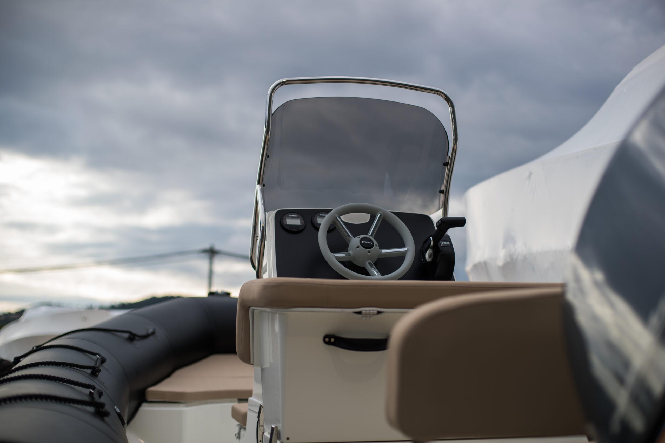 Bombard-Sunrider-650-Hyeres-2019 - console avant